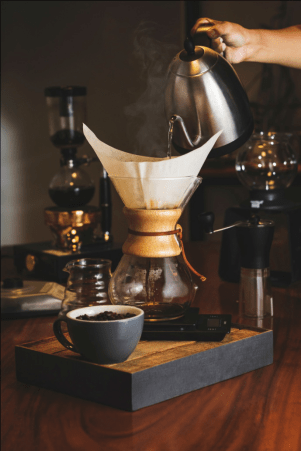 Preparing coffee using a paper filter